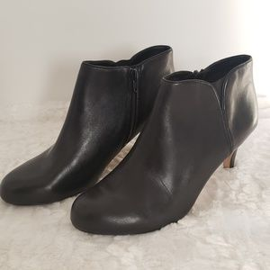 Clarks 9.5 Black Leather Arista Paige Bootie